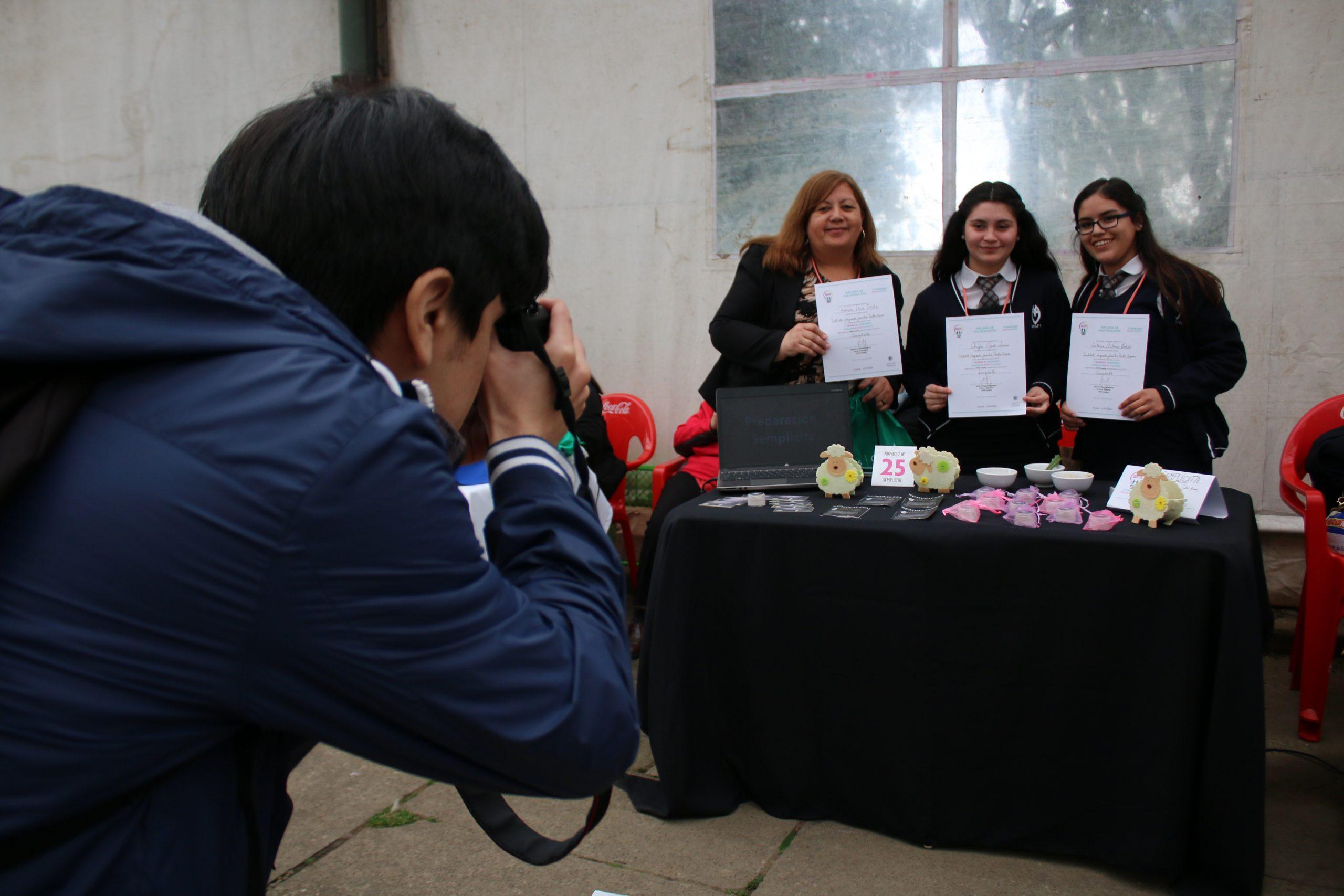 Proyecto de estudiantes del Instituto Sagrada Familia de Punta Arenas es premiado en quinto encuentro de emprendimiento de ONG Canales.