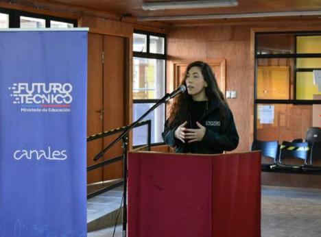 Acto Día Educación Tecnico Profesional en Magallanes. Daniela Torres, directora regional de ONG Canales